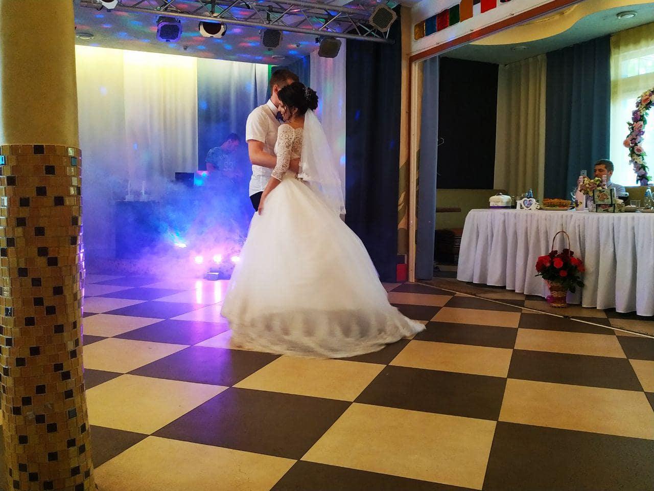 свадьба в кафе карусель