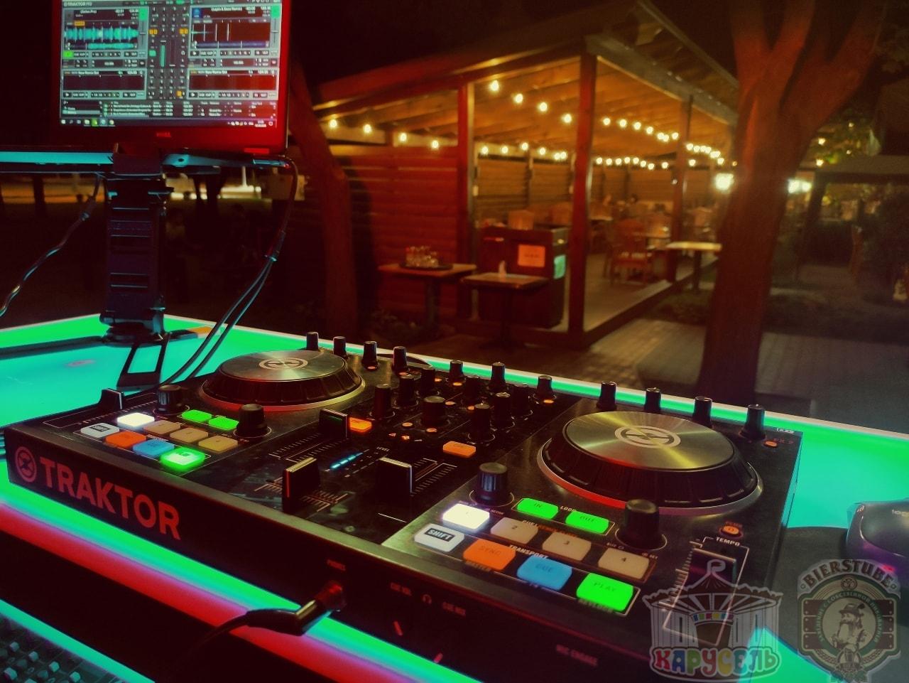 живая музыка в кафе ресторане карусель
